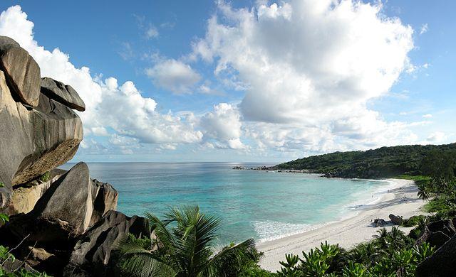 Surf aux Seychelles : les plus beaux spots à ne pas rater